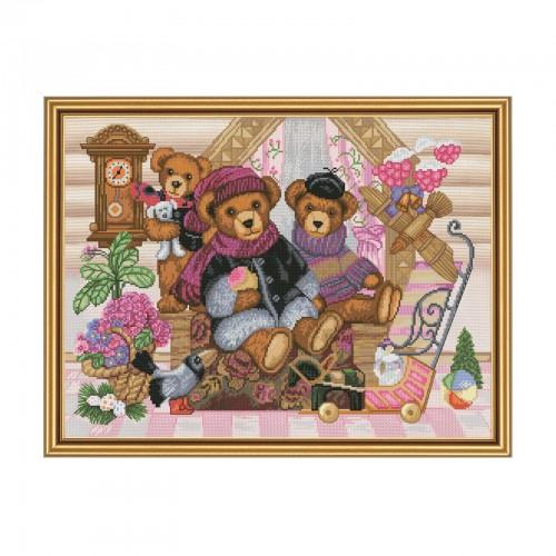 """Набір для вишивки нитками на канві з фоновим зображенням """"Будиночок ведмедика"""""""