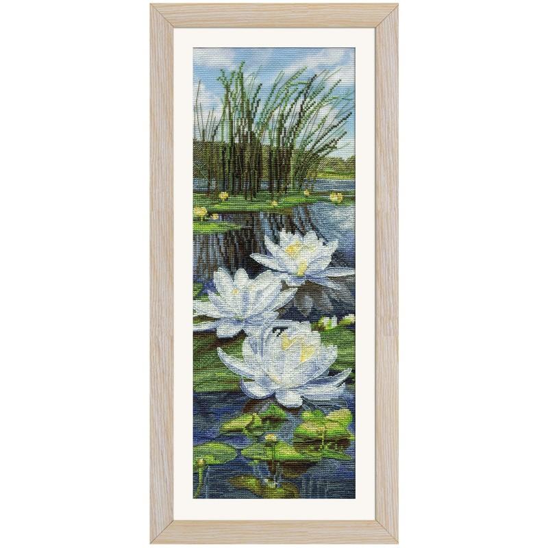 """Набор для вышивки нитками на канве с фоновым изображением """"Белые лилии"""""""