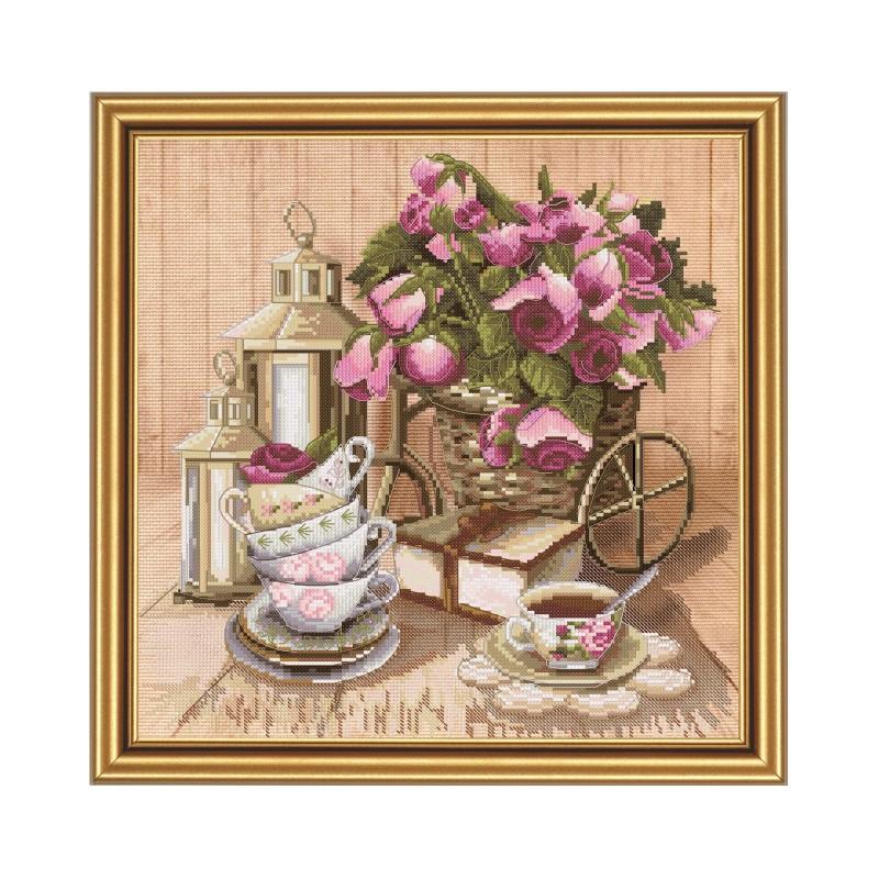 """Набір для вишивки нитками на канві з фоновим зображенням """"Запашний чай"""""""