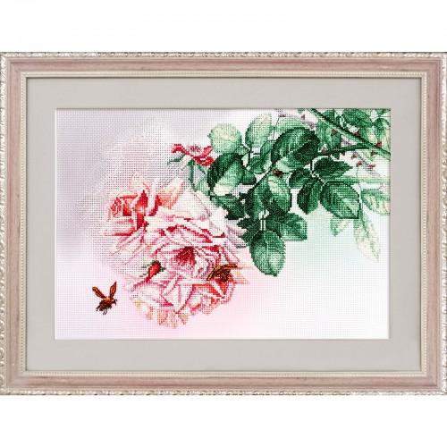 """Набор для вышивки нитками на канве с фоновым изображением """"Розовые грезы"""""""